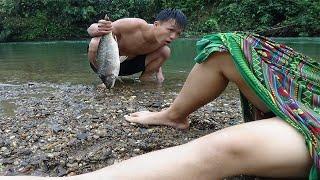 Survival Skills: Primitive Technology Cooking Fish Recipe - Girl sleep meet Tarzan