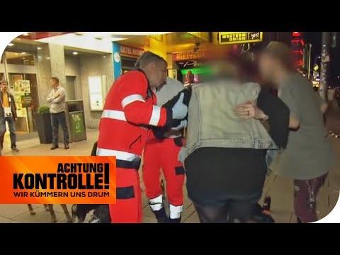 Notfall auf der Reeperbahn: Frau mit heftigen Bauchschmerzen! | Achtung Kontrolle  | kabel eins