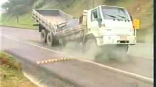 Crazy Accident: Truck breaking in the middle (heavy load, funny stupid driver)