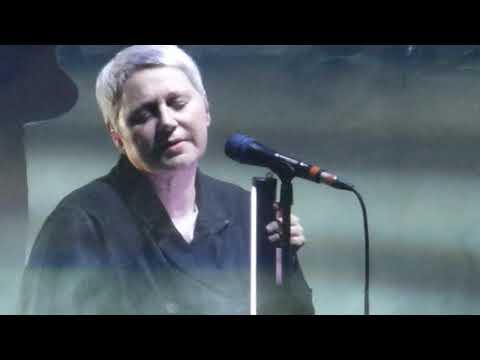 Massive Attack - Teardrop Feat. Elizabeth Fraser - O2 Arena, London, 22/2/19