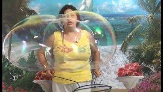 Парное надувание мыльных пузырей и другие трюки двойными ракетками СЕКРЕТЫ ШОУ МЫЛЬНЫХ ПУЗЫРЕЙ