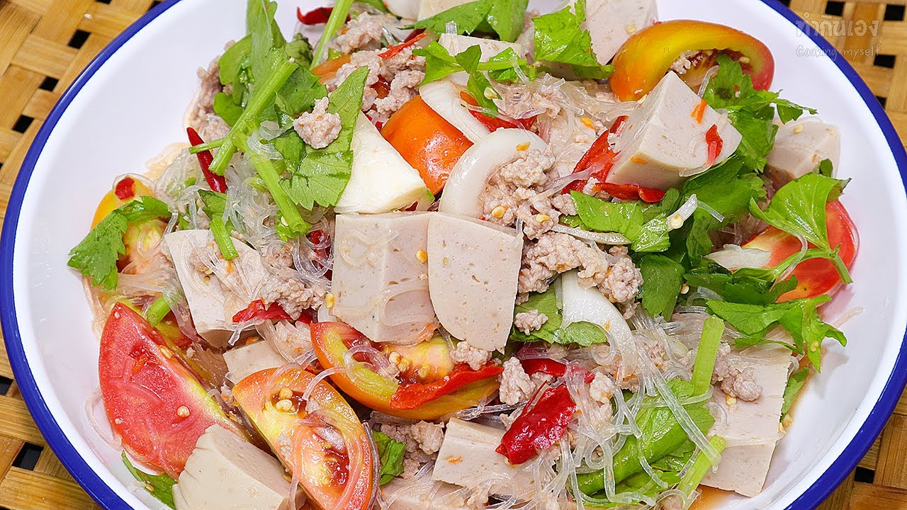 ยำหมูยอใส่วุ้นเส้น ทำกินเองอย่างไรให้อร่อย? ลองดู Spicy Vietnamese Sausage Salad | ทำกินเอง