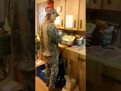 Using the Food Saver Vaccum Sealer for Deer Meat.