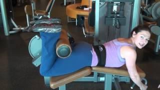Видеоурок Как выполнять сгибания ног лежа в тренажере