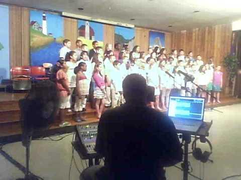 Davenport Ridge School 5th Grade Chorus (Lean On Me) Stopped Early