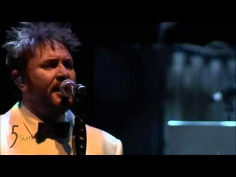 Duran Duran -Bond medley View to a kill live...