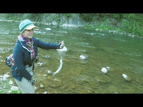 Рыбалка с девушкой по форели на малых реках. Интервью с рыбачкой