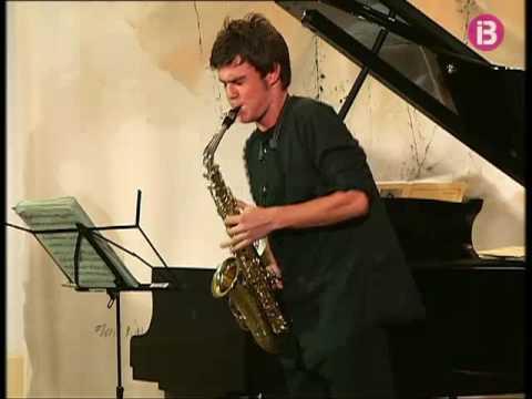 El jove saxofonista menorquí Xavier Larsson actuà ahir a Ciutadella
