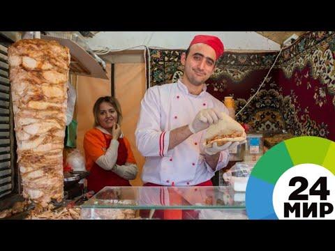 Как насаживать мясо для шаурмы на гриль видео
