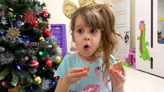 Ева играет в челлендж съедобное как шоколад и настоящее