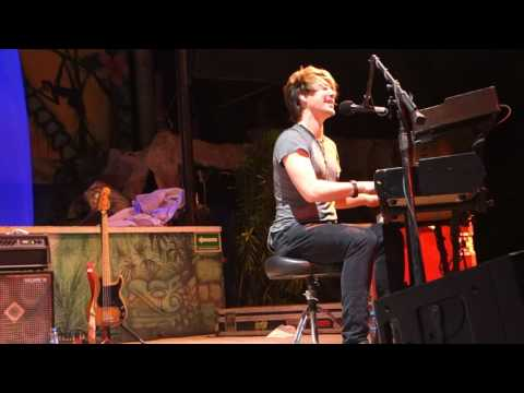 Hanson - BTTI - Dying to be A - Island Show
