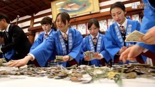 商売の神様として親しまれる今宮戎神社で恒例の賽物勘定報告祭が拝殿で...