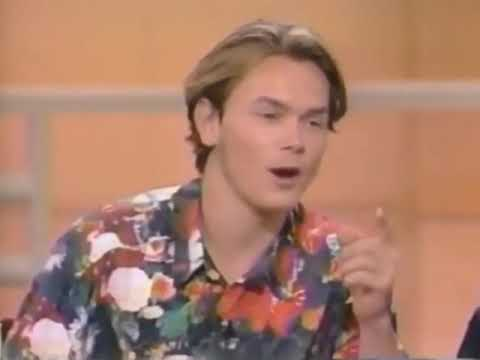 river phoenix being cute for 1:34 seconds
