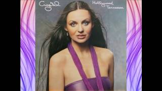 Watch Crystal Gayle Livin In These Troubled Times video