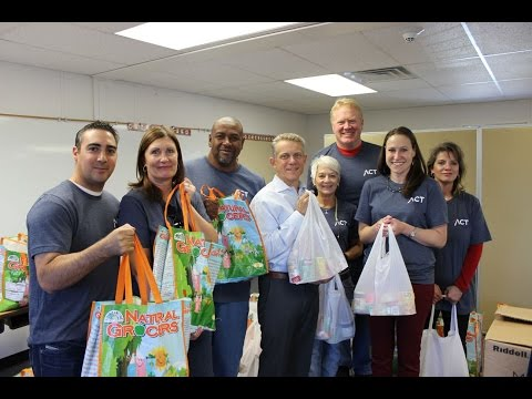 Karl Mecklenburg  and Empower Retirement Help Food Bank of the Rockies Feed Kids