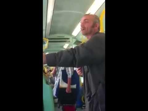 """Piero """"il matto"""" sul tram a Roma"""