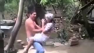 Mi abuelita baila con migo el (serrucho)