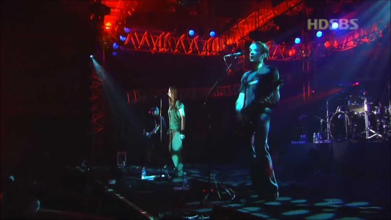 Avril Lavigne - Nobody's Fool - Live in Seoul Korea 2003