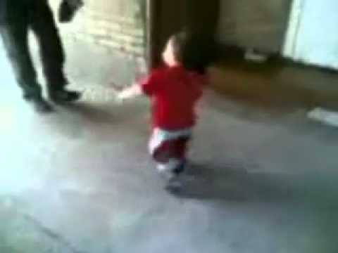3 летний малыш танцует лезгинку