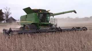 Video Four John Deere S690 Combines Harvesting Soybeans download MP3, 3GP, MP4, WEBM, AVI, FLV November 2017