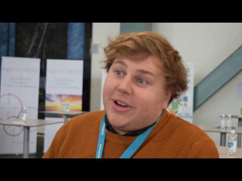 Anton Johansson intervjuas under Emeet 10