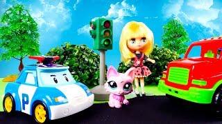 Видео с игрушками: РОБОКАР ПОЛИ 🚓 устанавливает Светофор 🚦. Видео для детей
