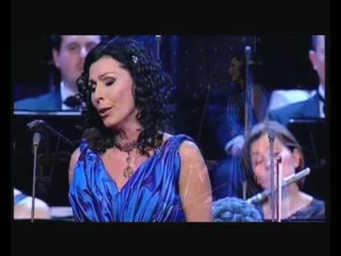 Erika Miklósa - Verdi: La Traviata - É strano, é strano - Violetta's aria - 2010