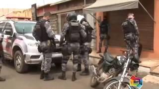 BEBADO COLIDIU COM A VIATURA DA FORÇA TÁTICA   261217   MAT ROMA