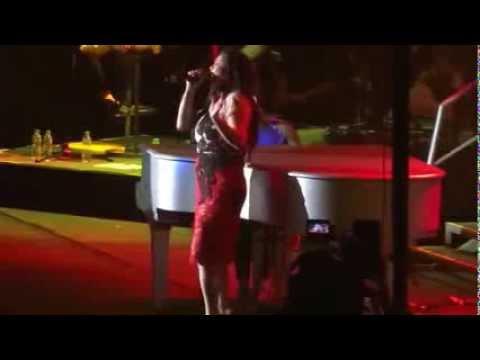 ▶ Alicia Keys Feat Regine Velasquez LIVE IN MANILA