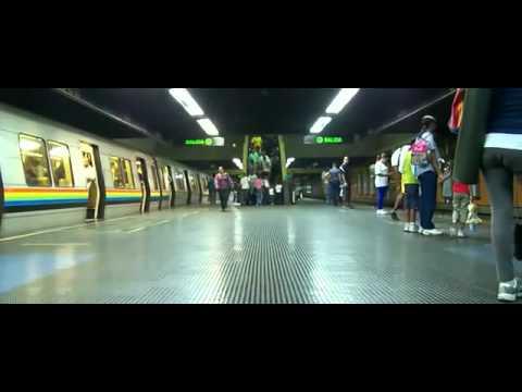 Metro de Caracas se transforma en robot (Transformer)