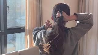 데일리룩 가디건스타일에 어울리는 묶은머리 스크런치 긴머…