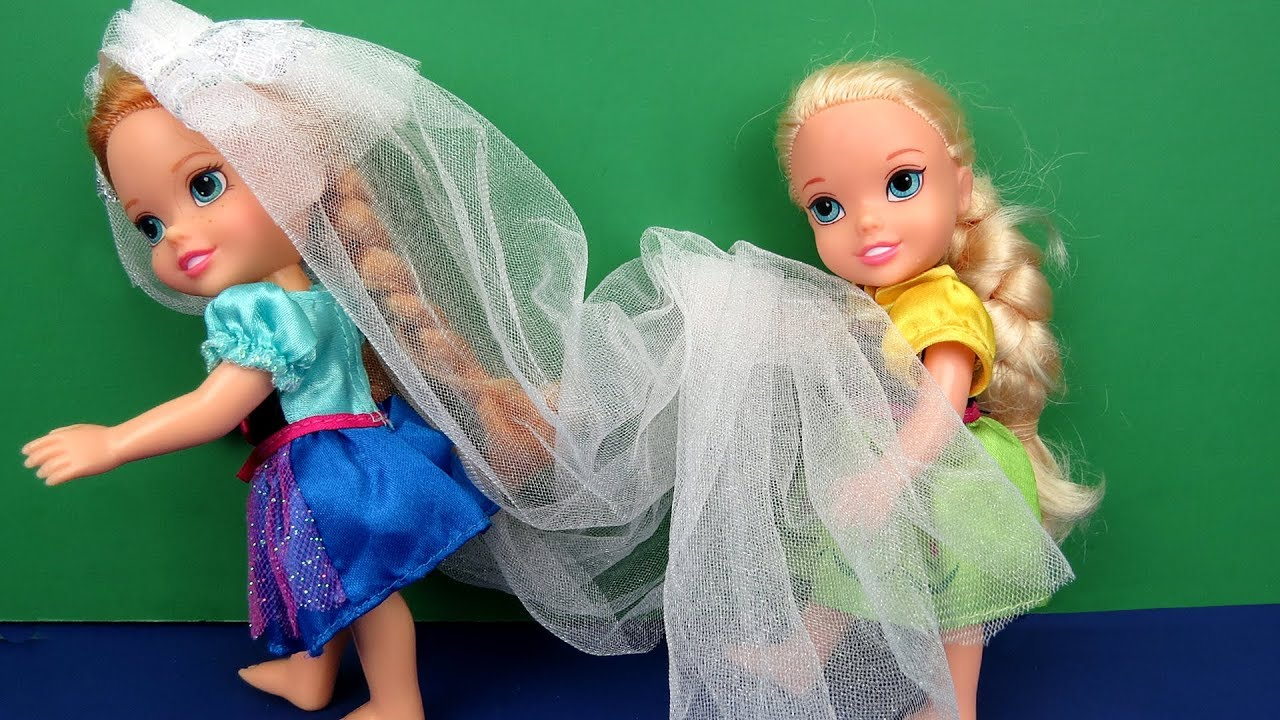Wedding VEIL problem ! Elsa and Anna toddlers - beautiful gown - dress up mess 9