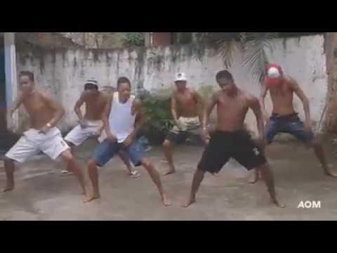 Meninos dançando total eclipse of the heart thumbnail