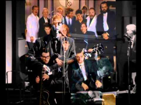 Move on down the line - Roy Orbison (1987 Black and White Night)