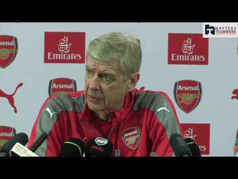 Wenger 'apologetic' for Ozil frustration