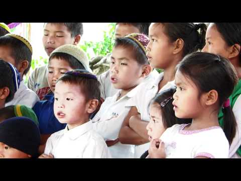 Bnei Menashe kids singing in India