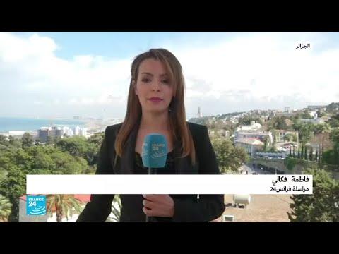 حشود هائلة من المتظاهرين تتوافد على ساحة البريد المركزي في الجزائر  - 17:55-2019 / 4 / 12