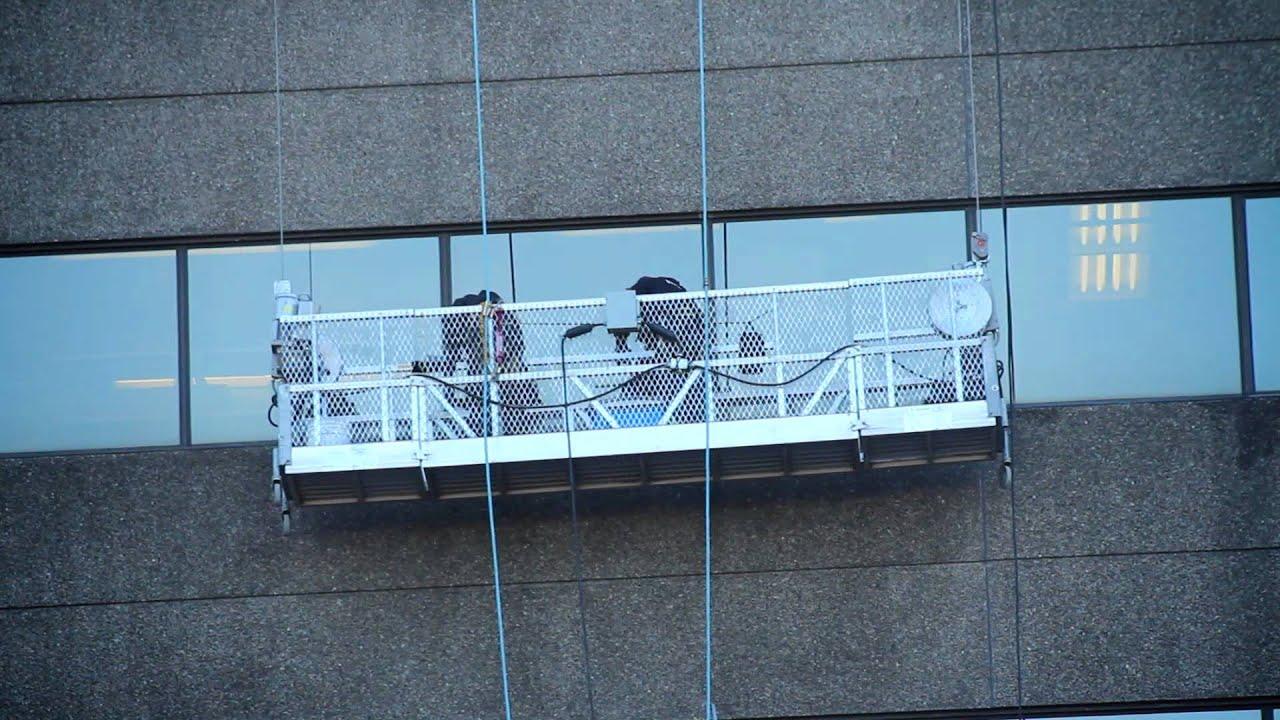 Lavage de vitres en hauteur avec plateforme suspendue for Astuce pour laver les vitres