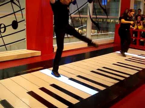 Fur Elise on The Big Piano at FAO Schwarz