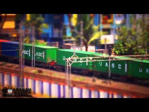 WAG-7 miniature goods train concor rake tilt-shift video