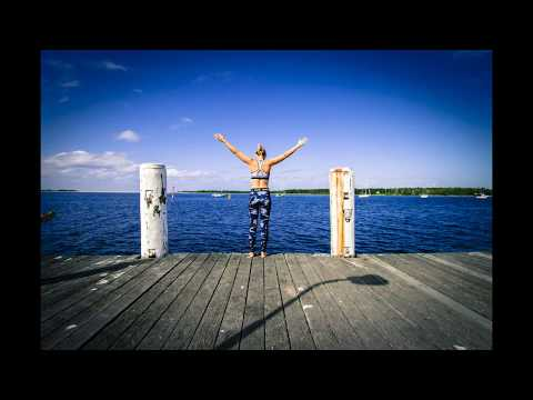 Gary Garrison - A Moment in Progress (Deep melodic progressive house/trance mix)
