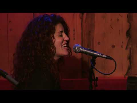 "Nikki Fernandez: ""Lay Here"" Live"