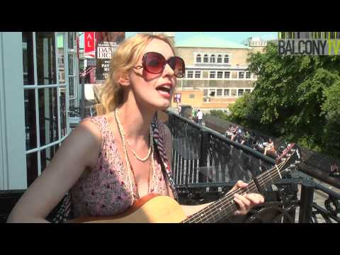LISA REDFORD - SUMMER ON THE L (BalconyTV)