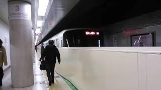 【8000形のフルカラー全編成更新完了が2023年度から2024年度に延長となった】札幌市営地下鉄東西線8000形803編成 大通駅-新さっぽろ行26列車