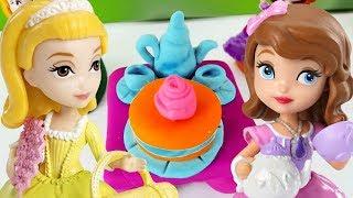 Spielspaß in der PlayDoh-Schule. Ein Teeservice für Prinzessin Sofia. Knetvideo für Kinder