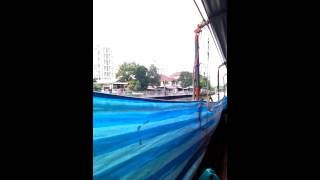 タイ・バンコクの運河ボートの様子