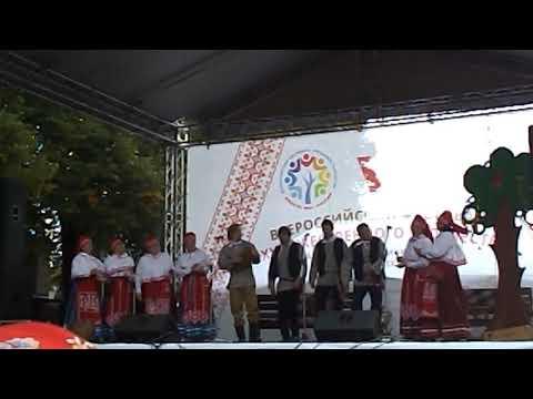 Вепсский народный хор (г. Петрозаводск) с песней про медведя