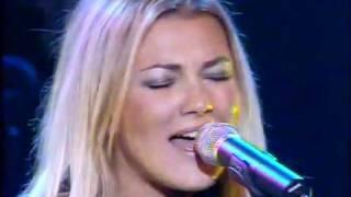 Смотреть клип Amaia Montero - Vestido Azul