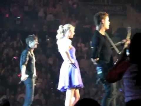 Taylor Swift & Hot Chelle Rae - Tonight, Tonight
