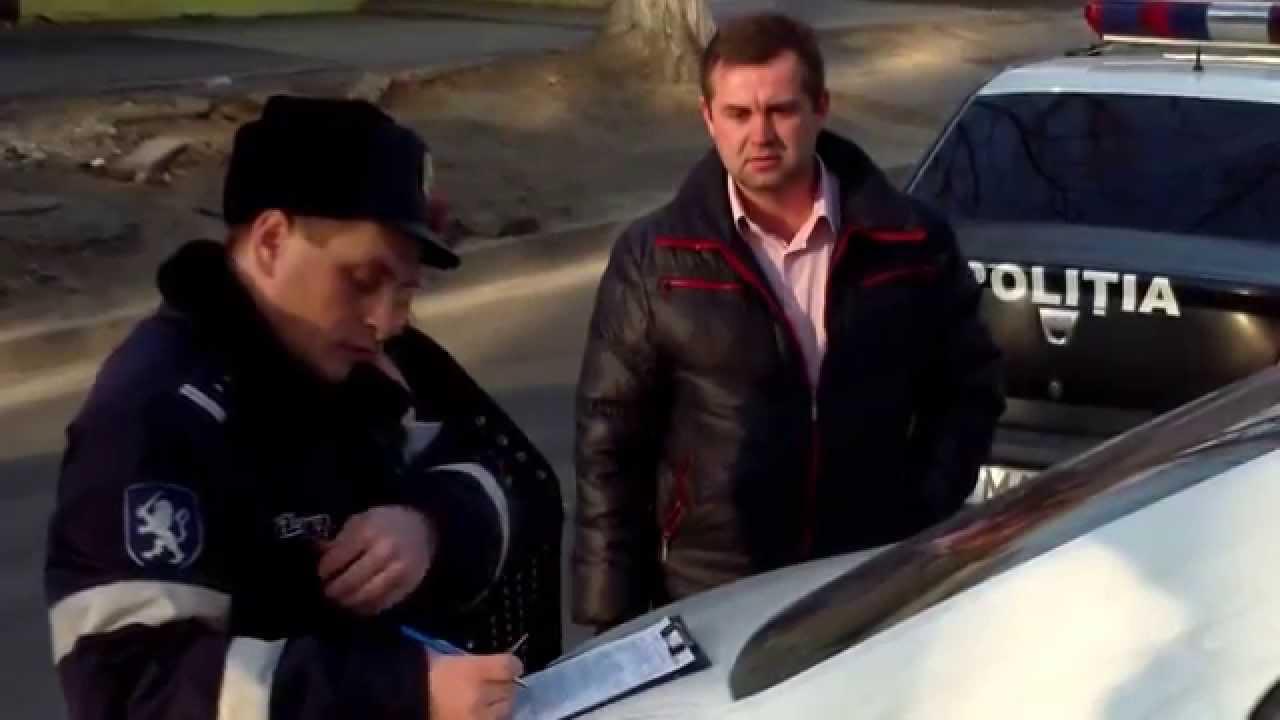 Vizita poliției i-a scos pe toți cei cu mașini din birouri